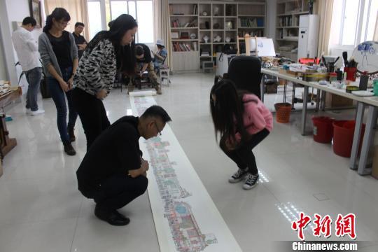 """""""90后""""大学生手绘百年中山路:匠心留乡愁(图)"""