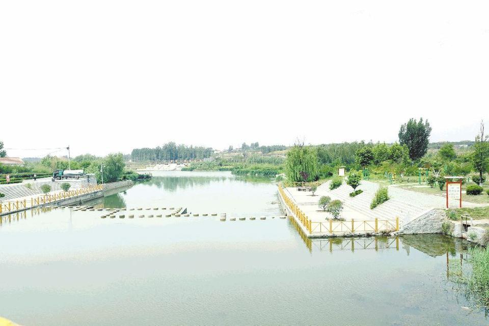 """昔日""""龙须沟"""" 今日景观河"""